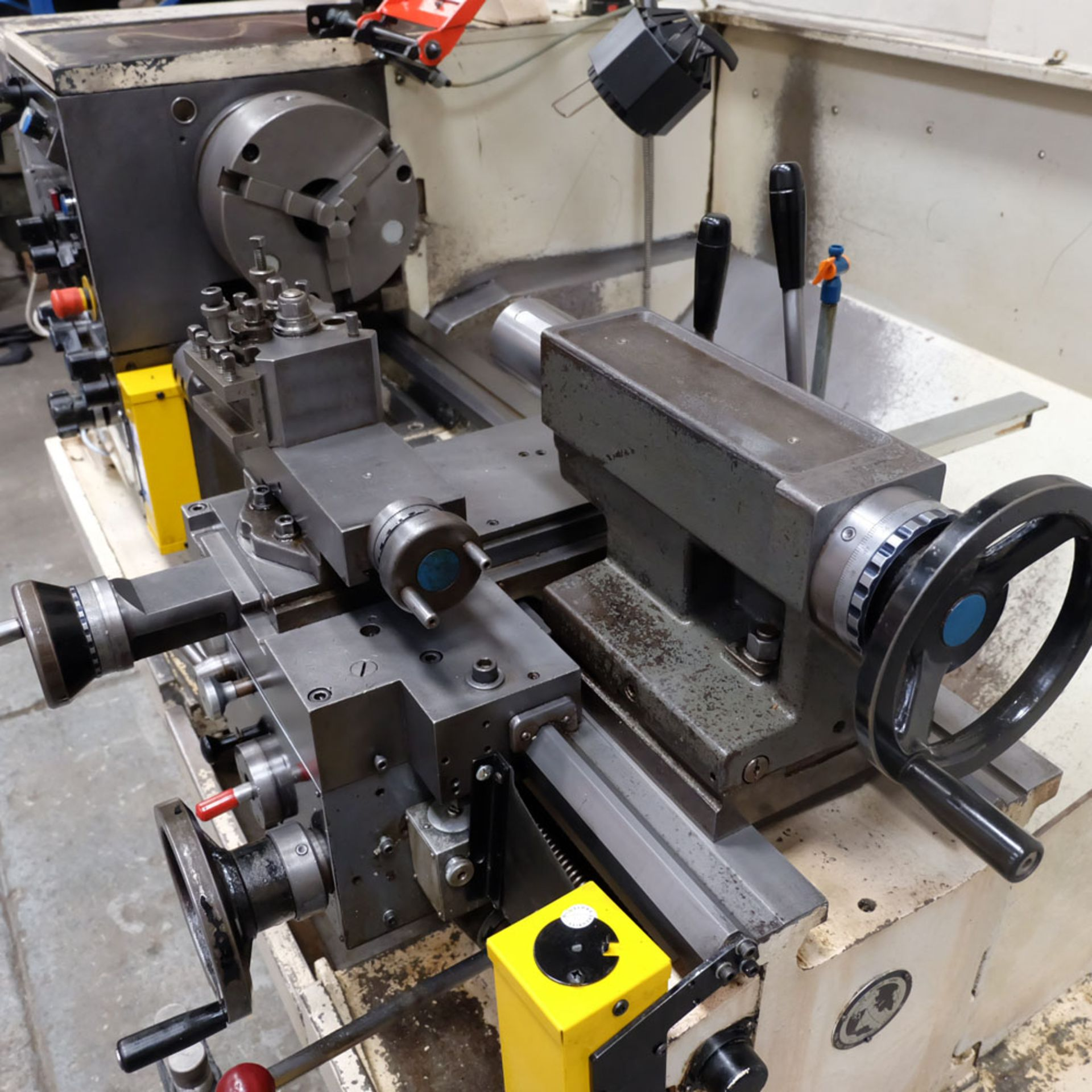 Colchester Triumph V5 2500 Variable Speed Centre Lathe. Swing Over Bed: 400mm. - Image 3 of 12