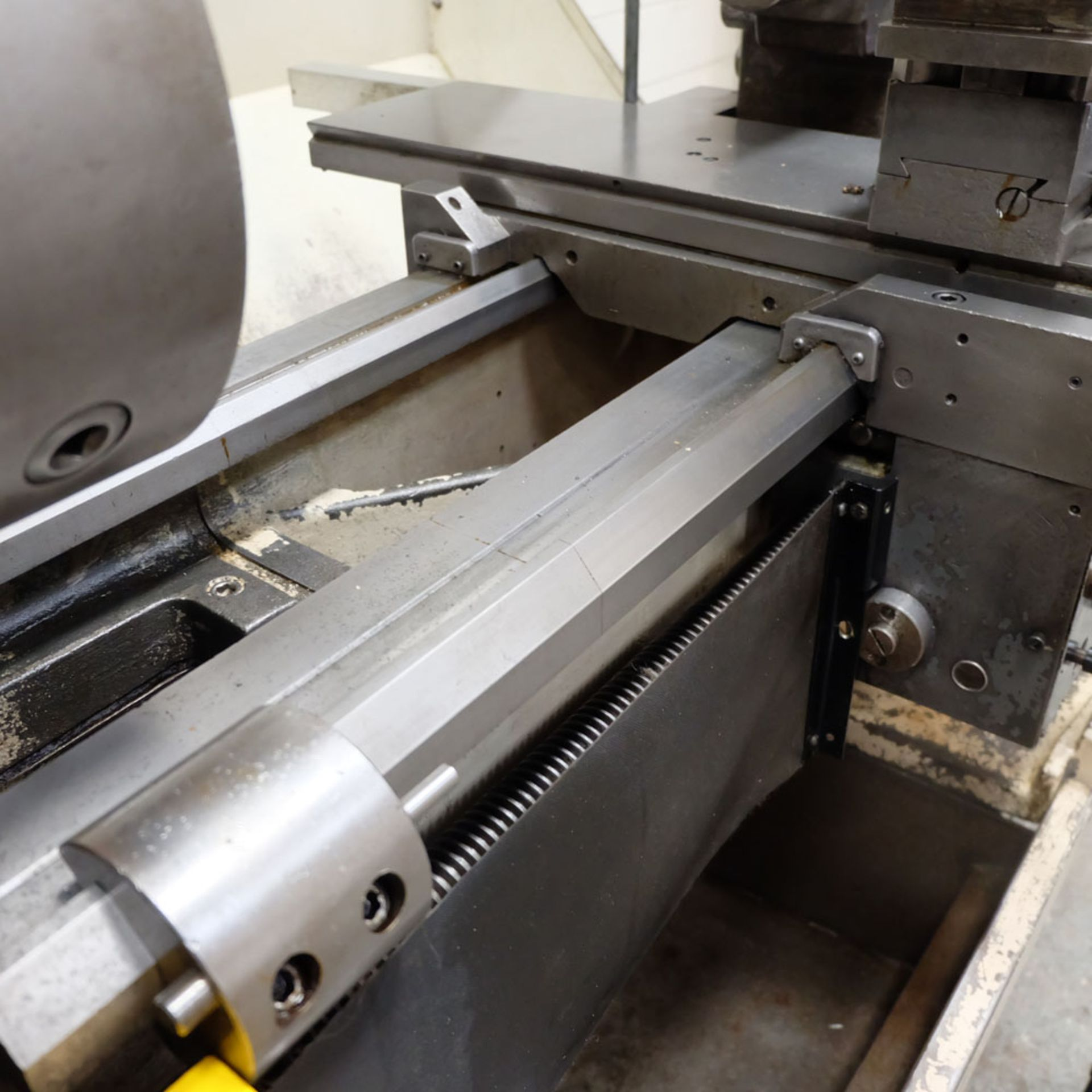Colchester Triumph V5 2500 Variable Speed Centre Lathe. Swing Over Bed: 400mm. - Image 11 of 12