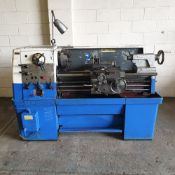 """Colchester Triumph 2000 Centre Lathe. Swing Over Bed 15"""". Between Centres 40"""". Spindle Bore 2 1/8""""."""