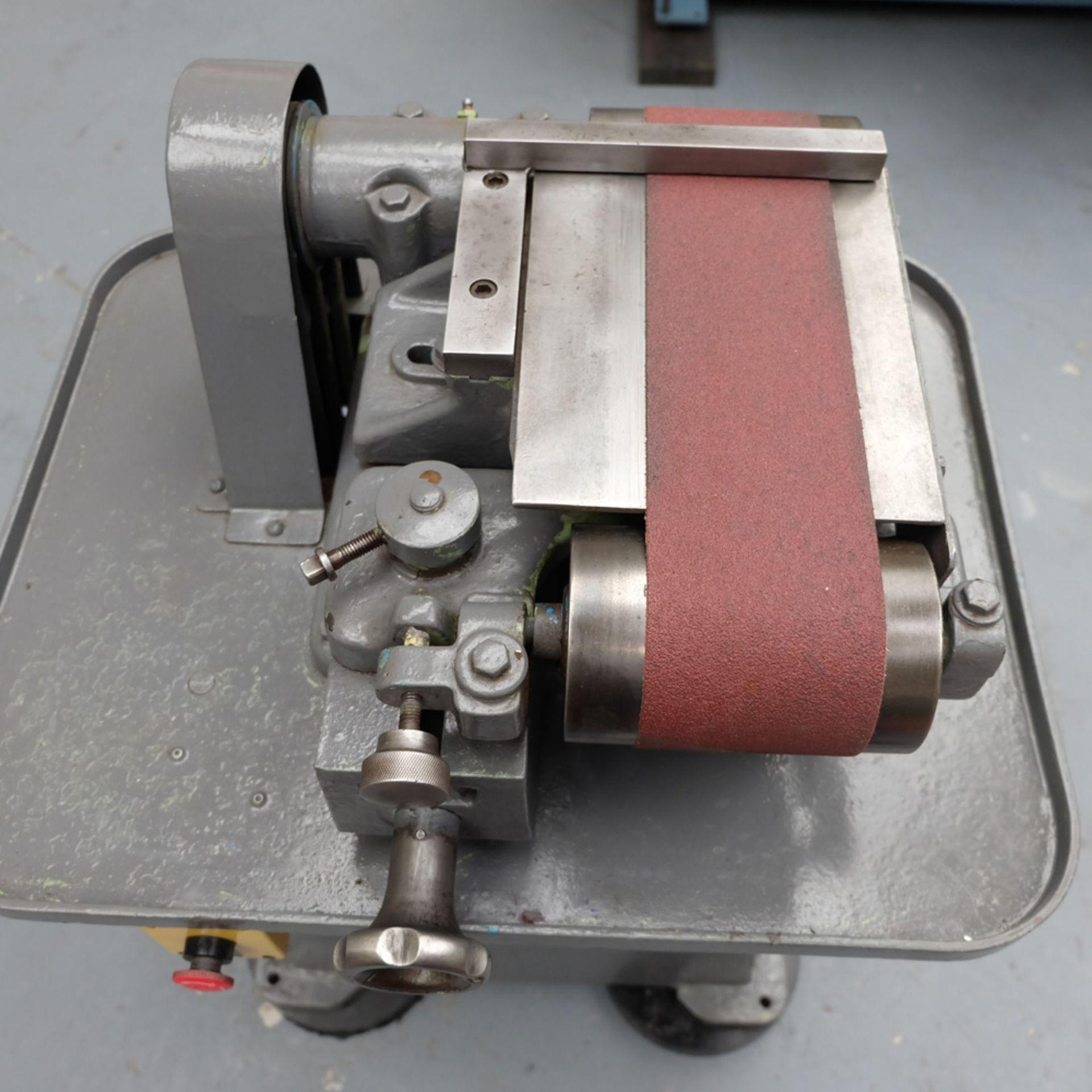 Morrisflex Model A4 1/2 Horizontal Linisher on Heavy Duty Steel Table. - Image 5 of 6