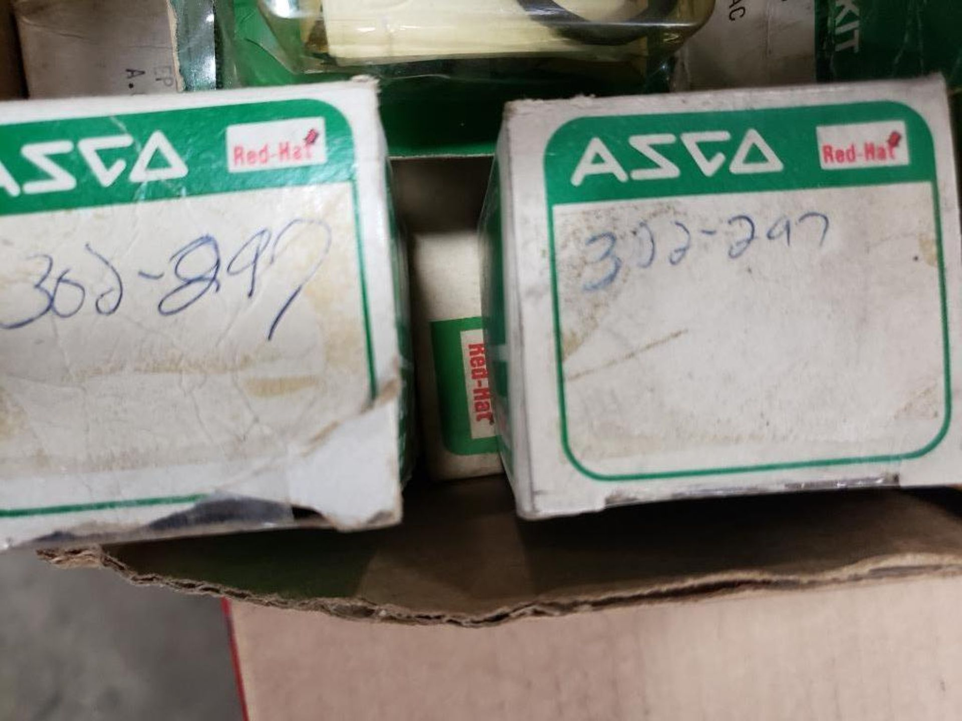 Assorted solenoid valves, and repair kits. Asco. - Image 8 of 15