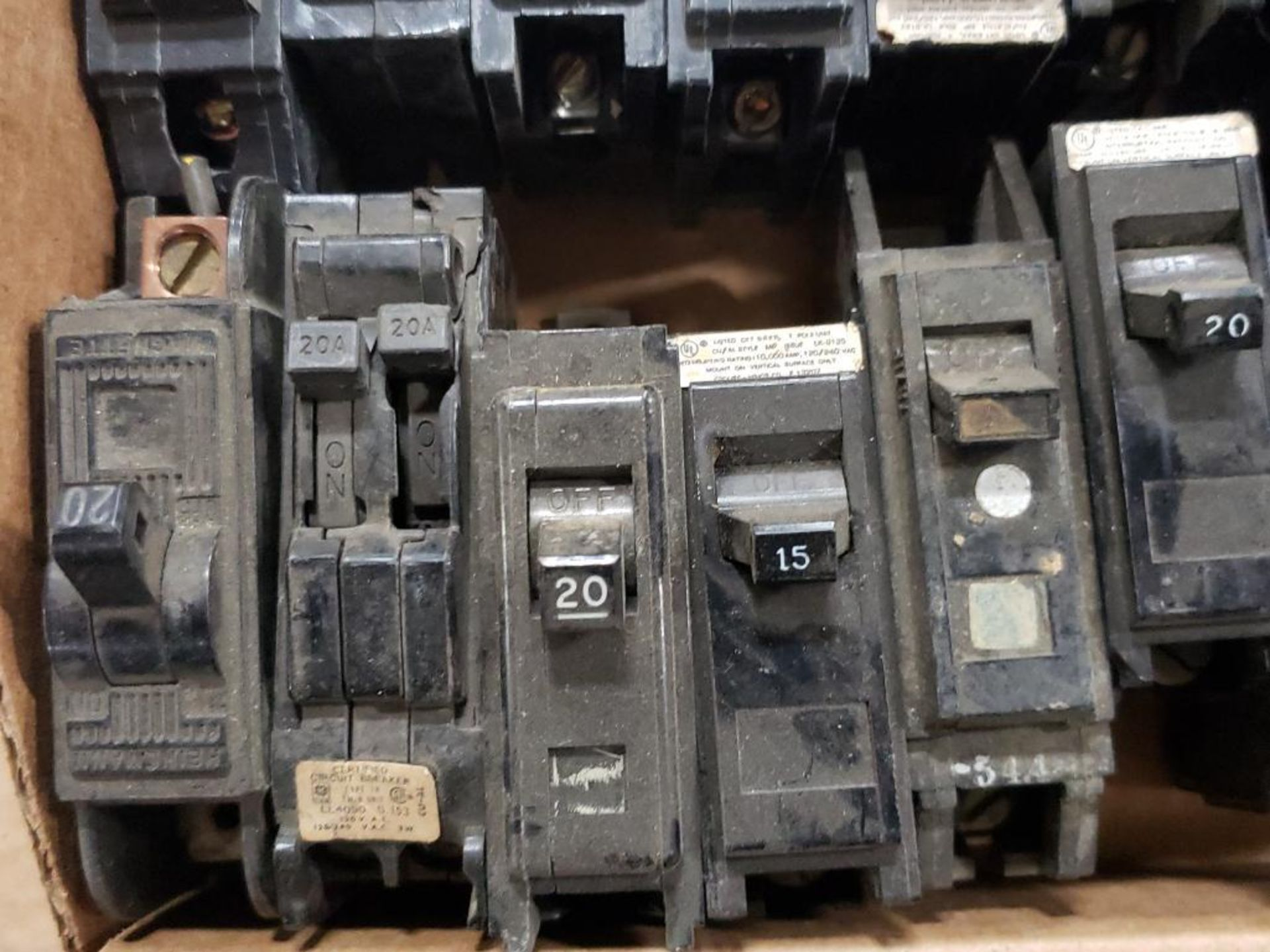 Assorted electrical circuit breakers. GE. - Image 5 of 7