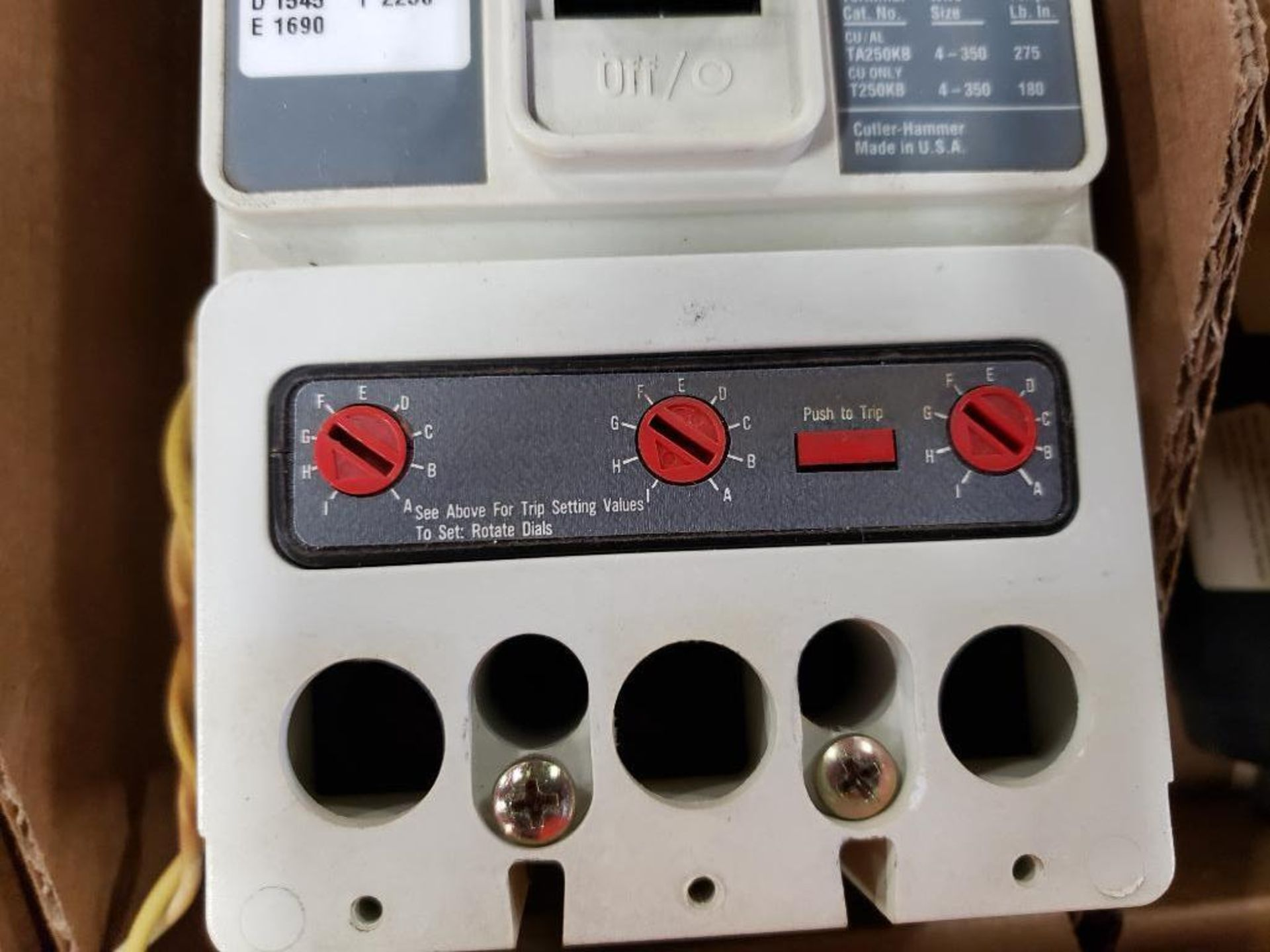 Cutler Hammer CHMCP HMCP2LWS10 250AMP Molded case breaker. - Image 4 of 4