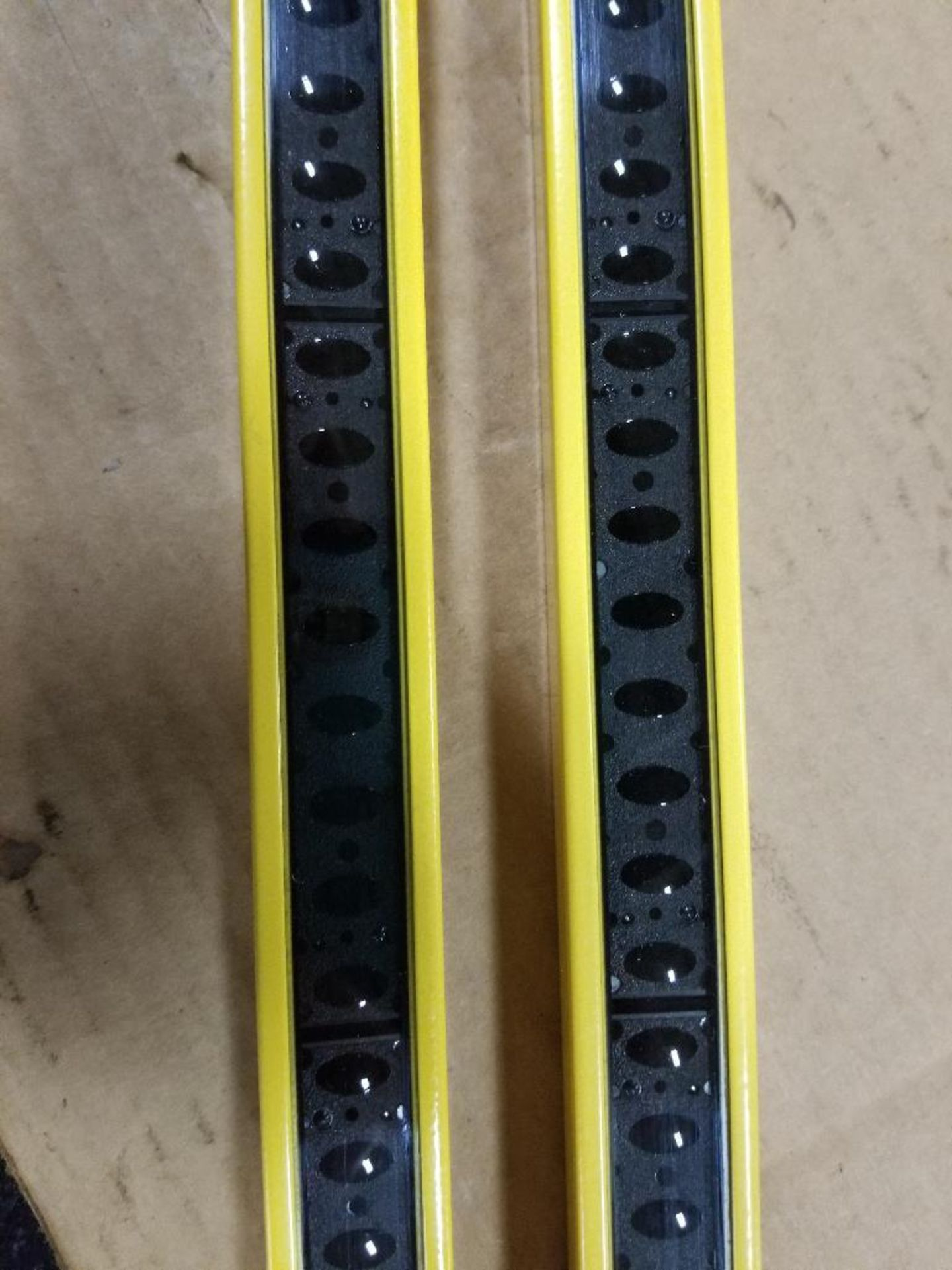 Banner Micro-Screen Light curtain transmitter / receiver set. USR4824Y, USE4824Y. - Image 3 of 6