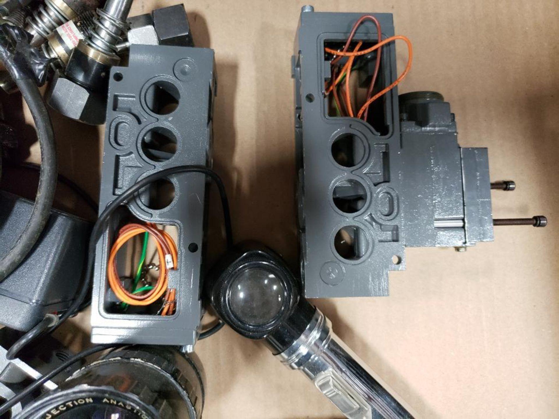 Pallet of assorted parts. Emergency eyewash, Conair universal terminal box, Hydraulik Ring valve. - Image 11 of 14