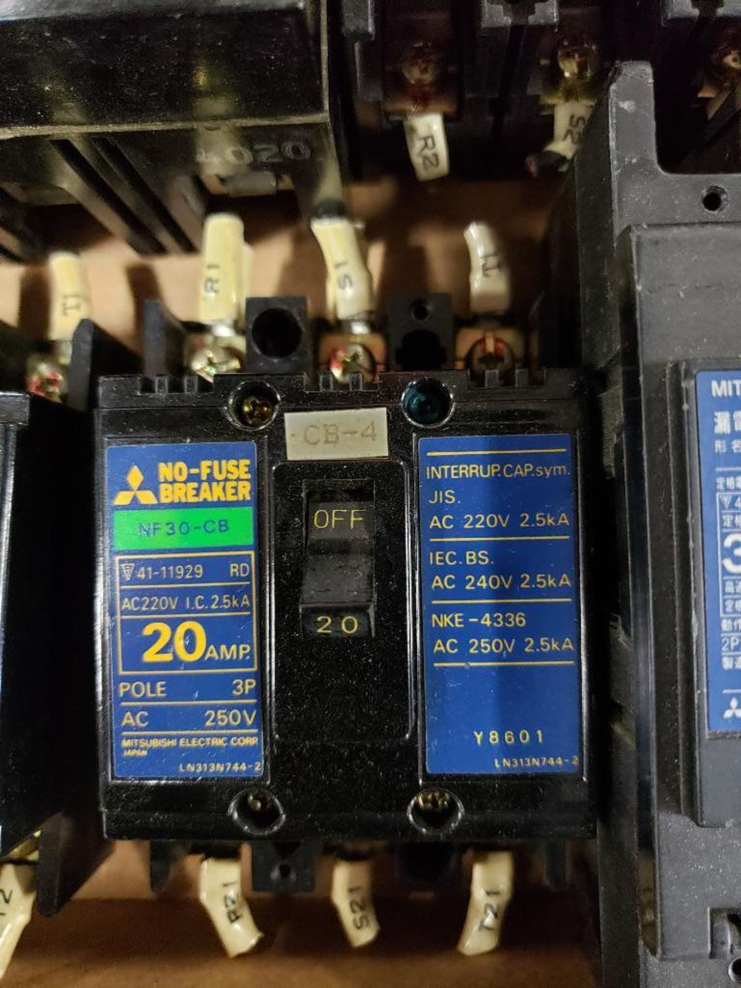 Assorted molded case breakers. Siemens, GE, Mitsubishi. - Image 3 of 8
