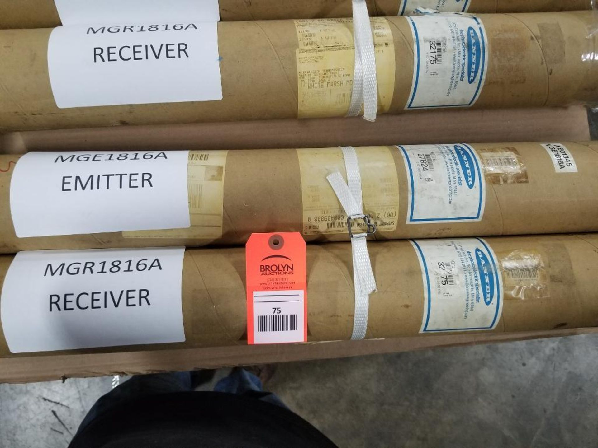 Banner Light curtain transmitter / receiver set. MGE1816A 27824, MGR1816A 32175.