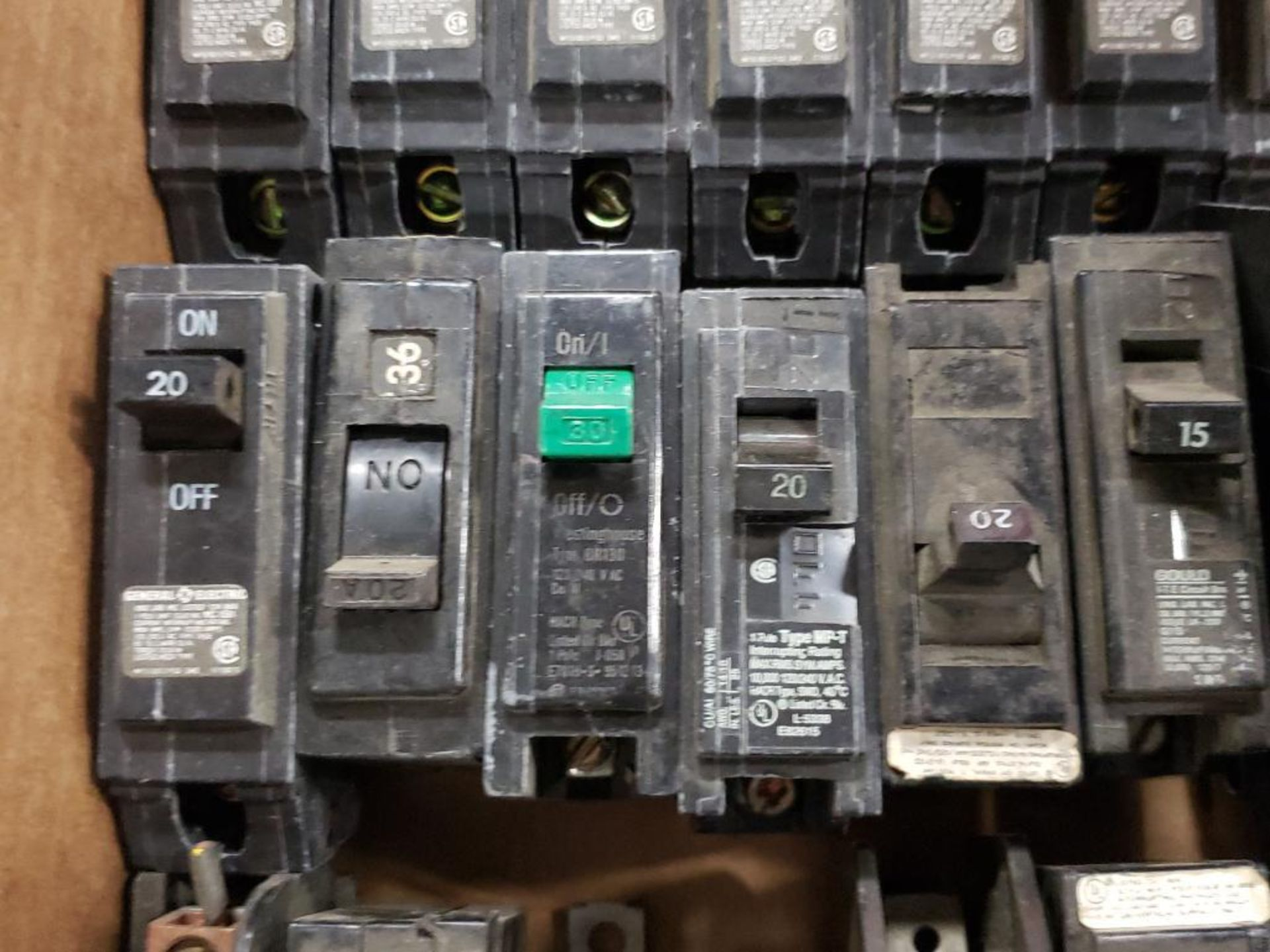 Assorted electrical circuit breakers. GE. - Image 4 of 7