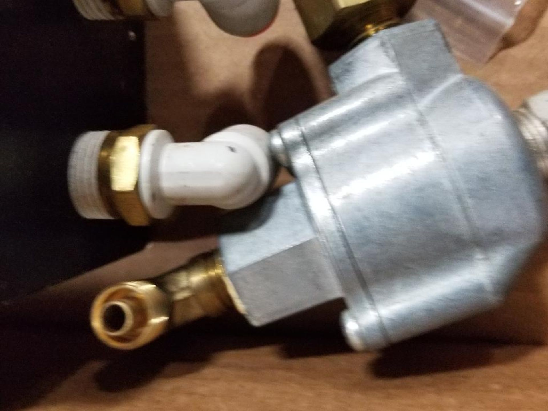 Assorted flow control valves. Ross, Parker, Clippard. - Image 2 of 8