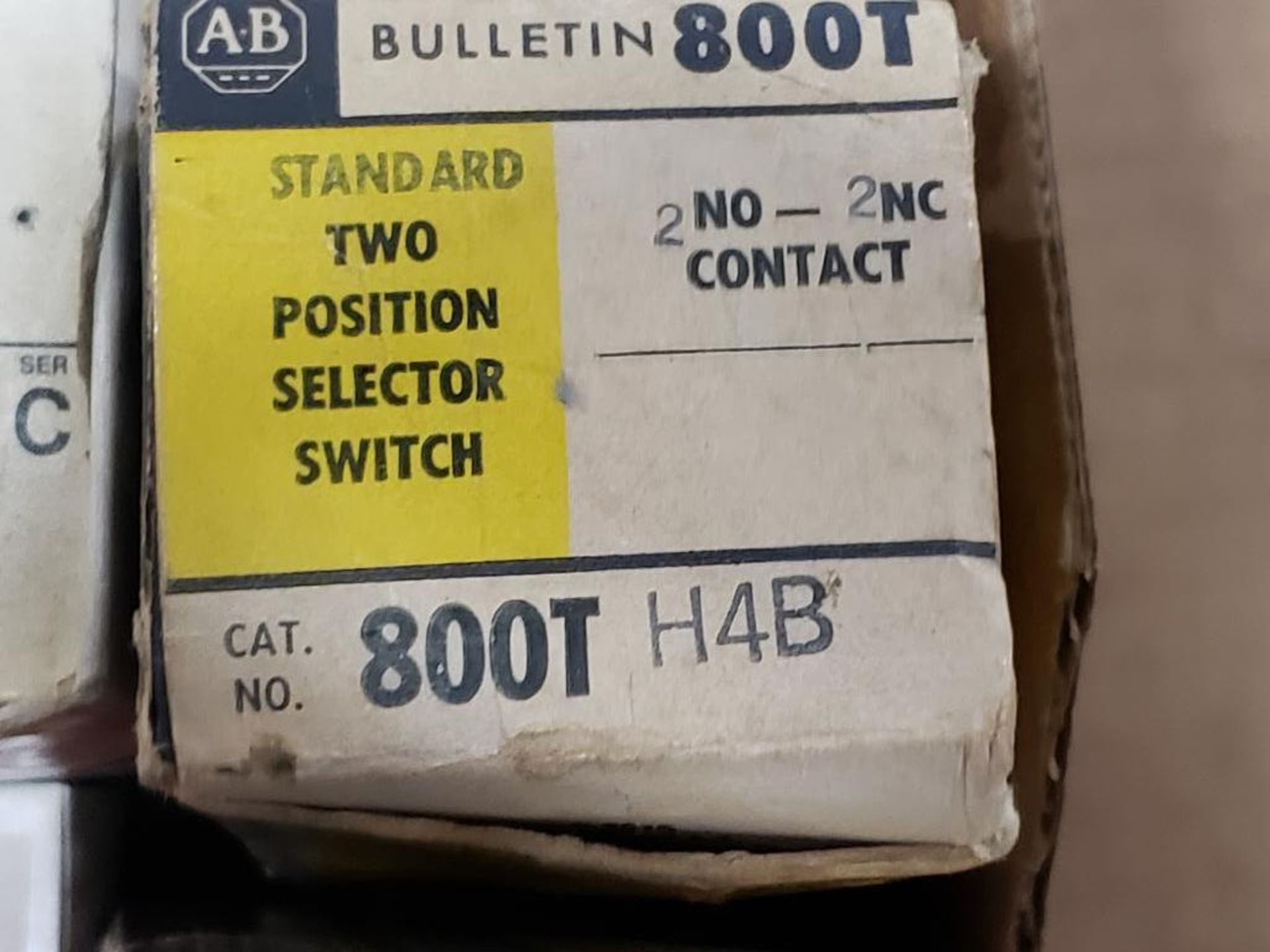 Assorted electrical relay, switches, contactor. Allen Bradley. - Image 5 of 15