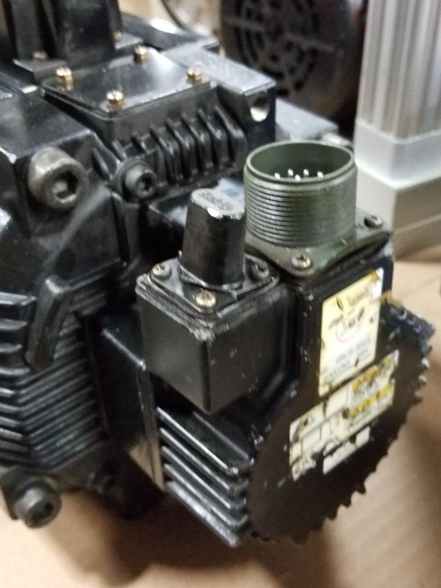 4400W Yaskawa AC Servo Motor SGMGH-44A2A-YR15. 200V, 1500RPM. - Image 3 of 4