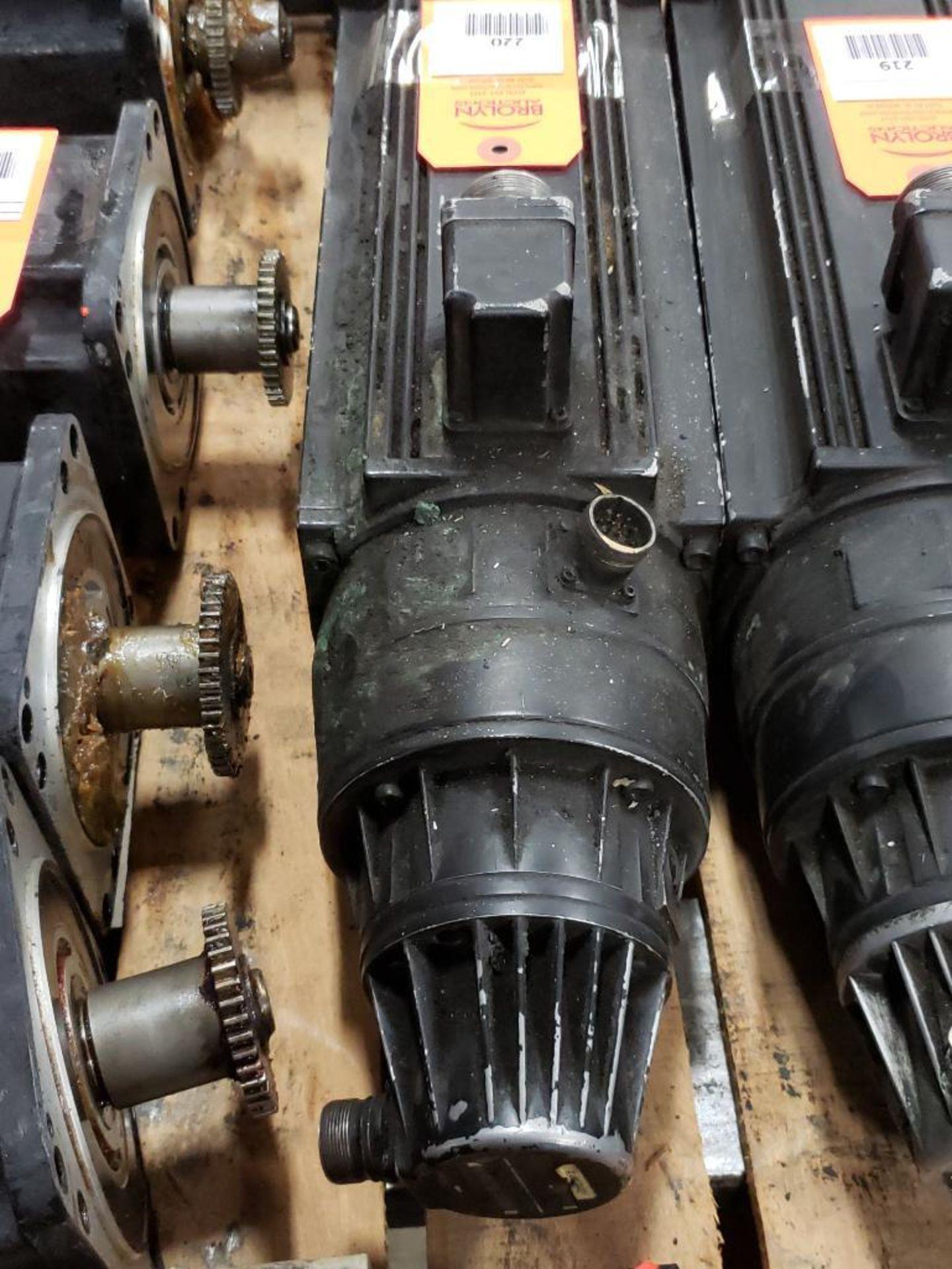 Indramat 1424039B/1250 Servo motor. Heidenhain 297.252.03 Encoder.