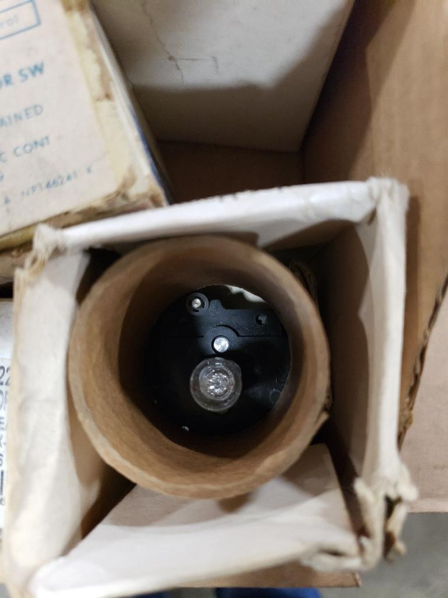 Assorted electrical pushbutton, switch, light. GE. - Image 4 of 7