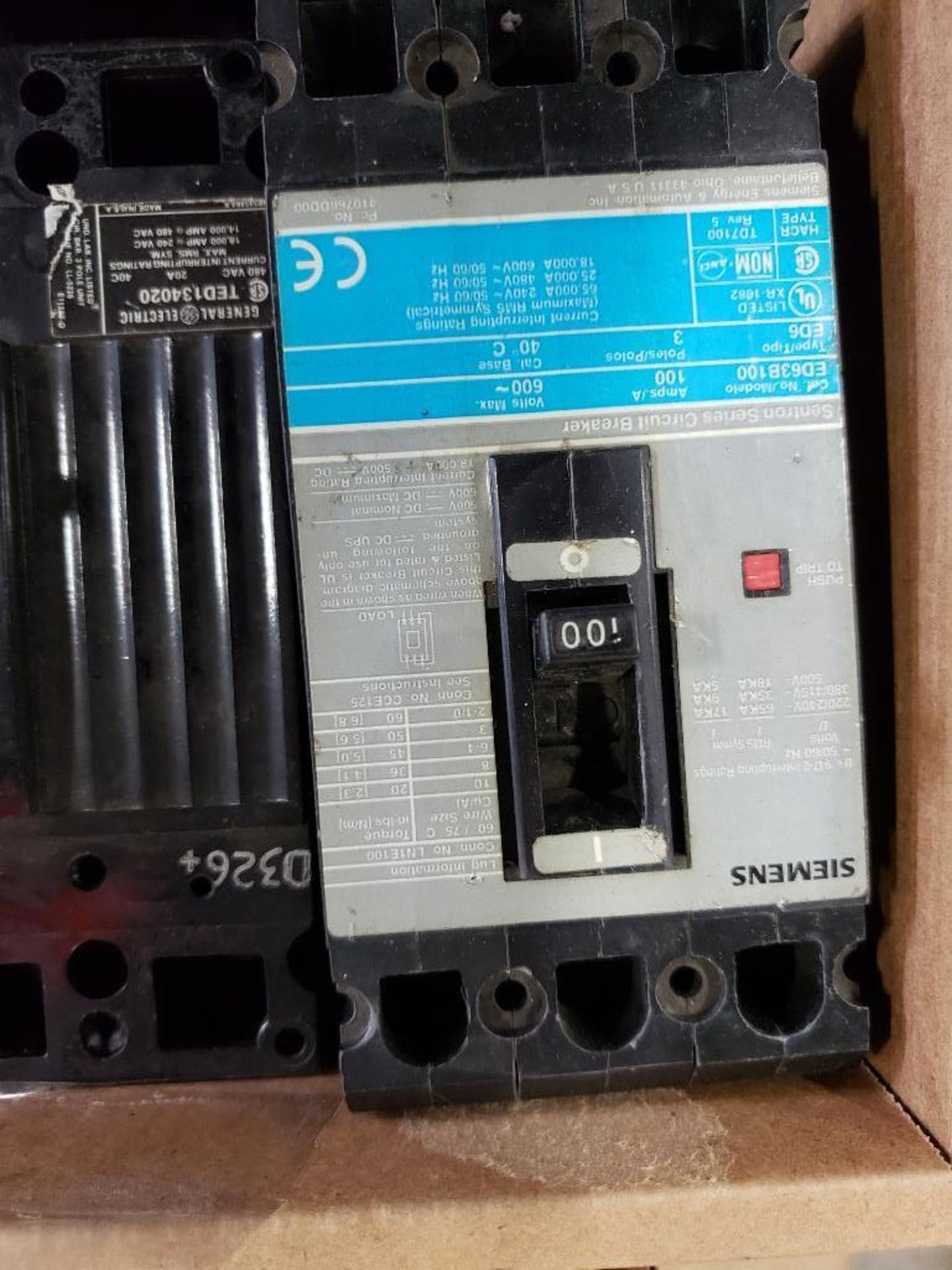 Assorted molded case breakers. Siemens, GE, Mitsubishi. - Image 7 of 8