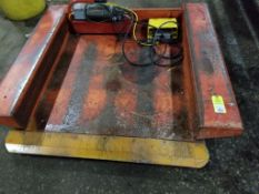 Pallet lifting table.