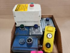 Assorted electrical pushbutton station. Allen Bradley.