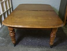 Oak Extending Dining Table, circa early 20th century, With two Additional Leaves, Raised on Baluster