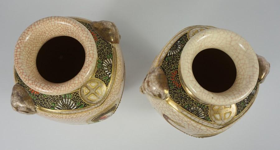 "Pair of Japanese Satsuma ""Samarai"" Crackle Glaze Vases (20th century) 27cm high, (2) - Image 3 of 4"