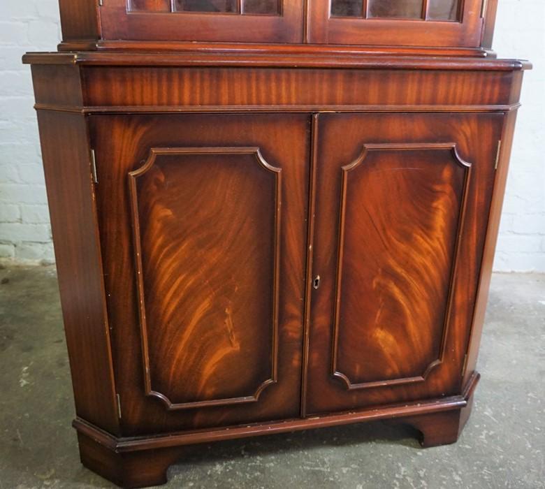 Reproduction Corner Cabinet, 182cm high, 92cm wide, 63cm deep - Image 3 of 6