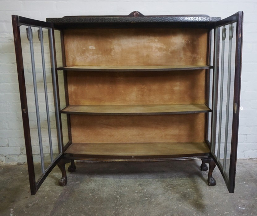Vintage China / Display Cabinet, 133cm high, 119cm wide, 38cm deep - Image 4 of 4