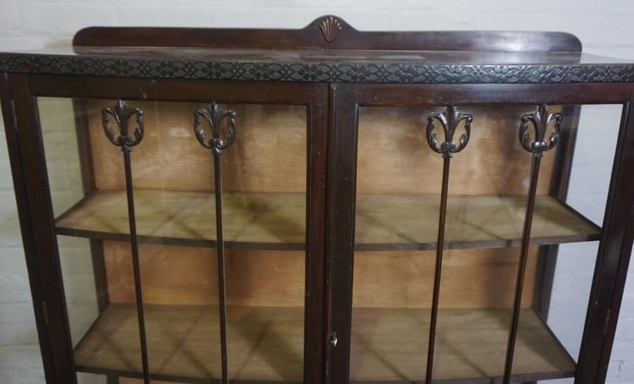 Vintage China / Display Cabinet, 133cm high, 119cm wide, 38cm deep - Image 2 of 4