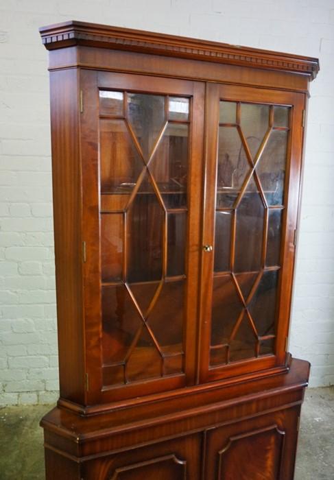 Reproduction Corner Cabinet, 182cm high, 92cm wide, 63cm deep - Image 2 of 6