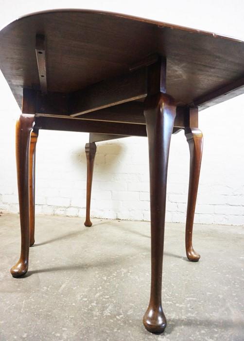 Mahogany Drop Leaf Pad Foot Table, 75cm high, 152cm long, 91cm wide - Image 2 of 6