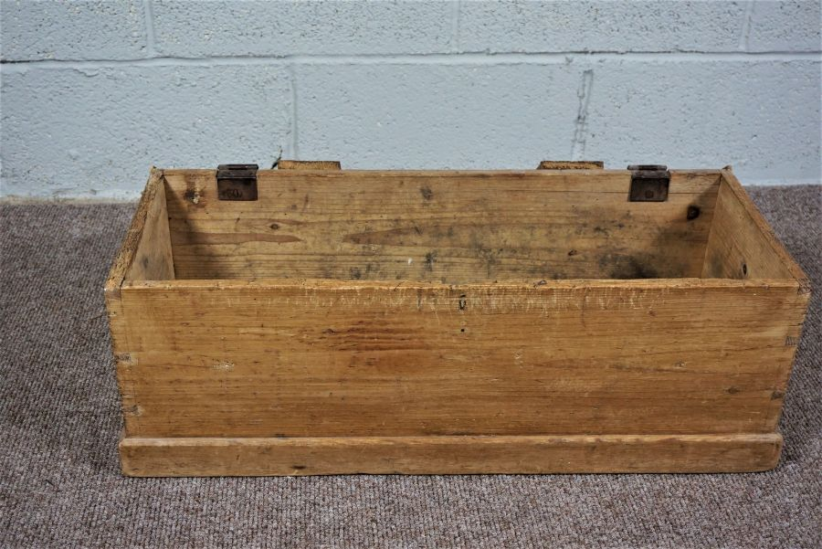 Small Pine Chest Of rectangular form - Image 2 of 5