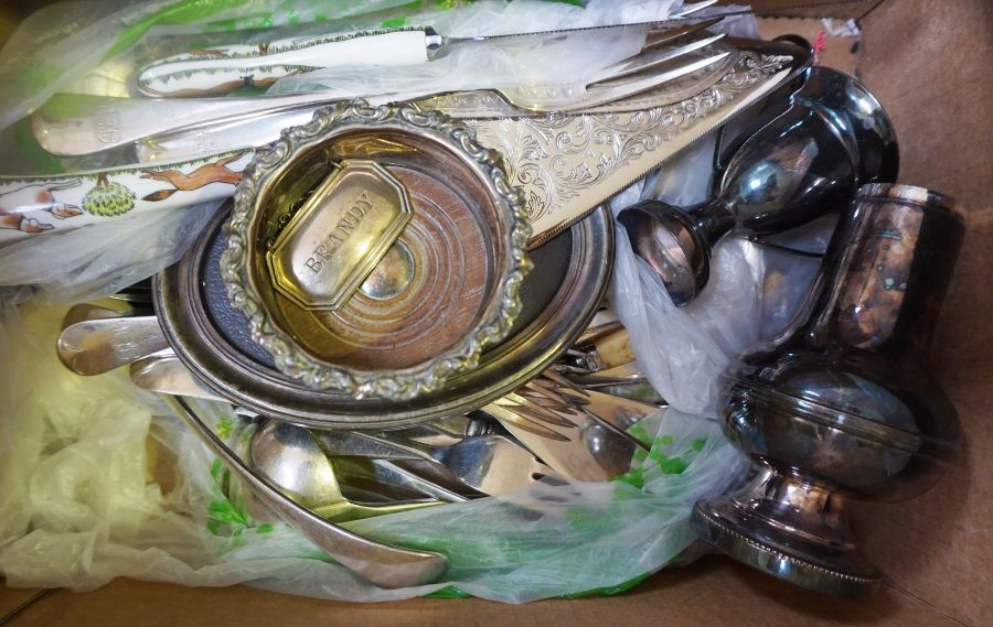 Mixed box of silver and cutlery - Image 4 of 4