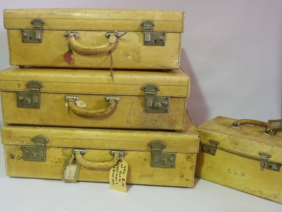4 Vintage Luggage Trunks Initialled S.A.W, Lemon coloured leather trunks with peach silk lining. - Image 2 of 2