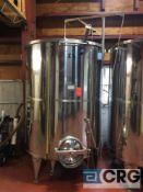 4100 liter (1056 gallon) Primo floating lid wine tank