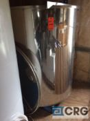1850 liter (450 gallon) Primo floating lid wine tank