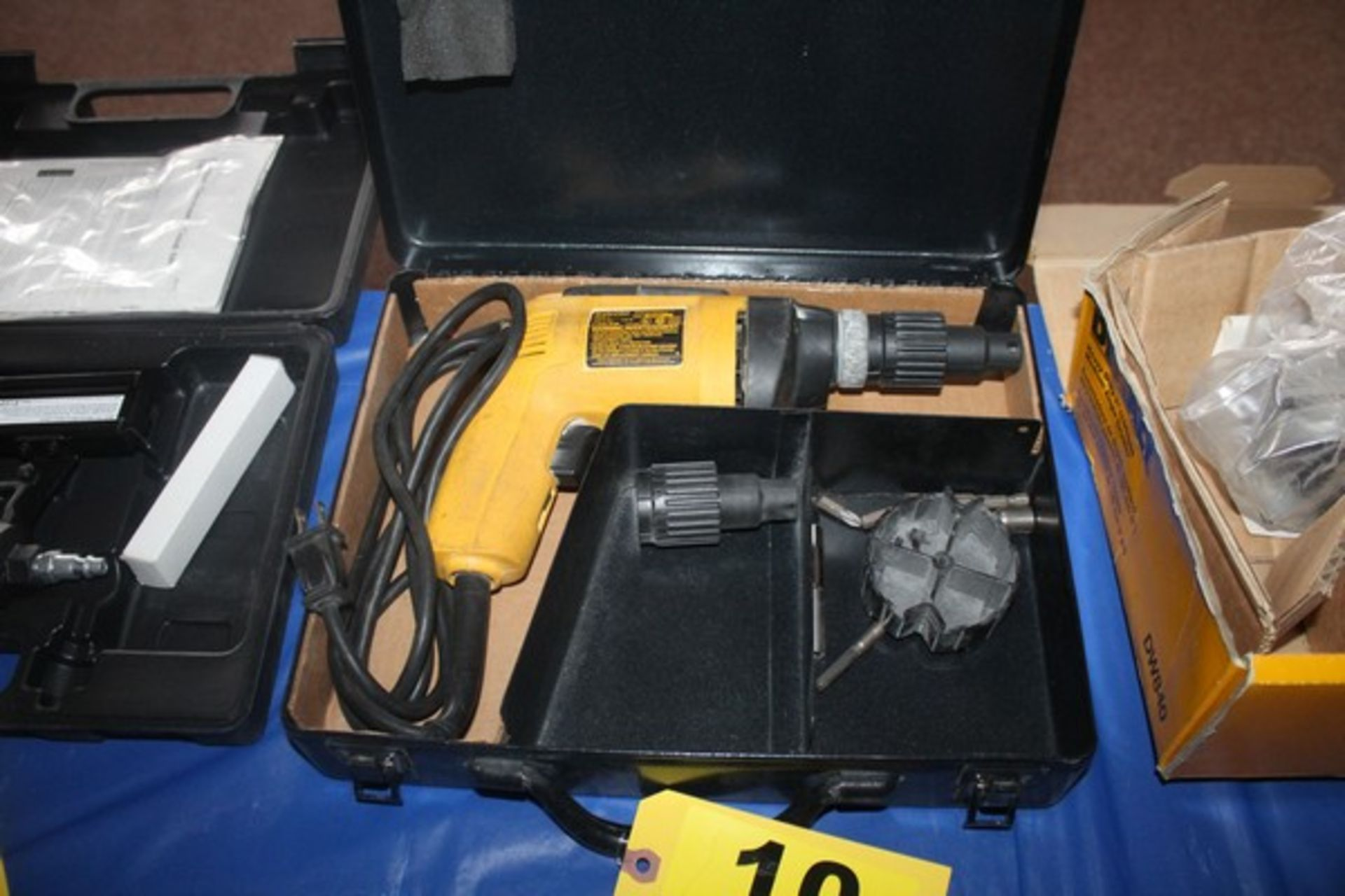 DEWALT MODEL DW280 DEPTH SENSITIVE SCREW DRIVER WITH CASE
