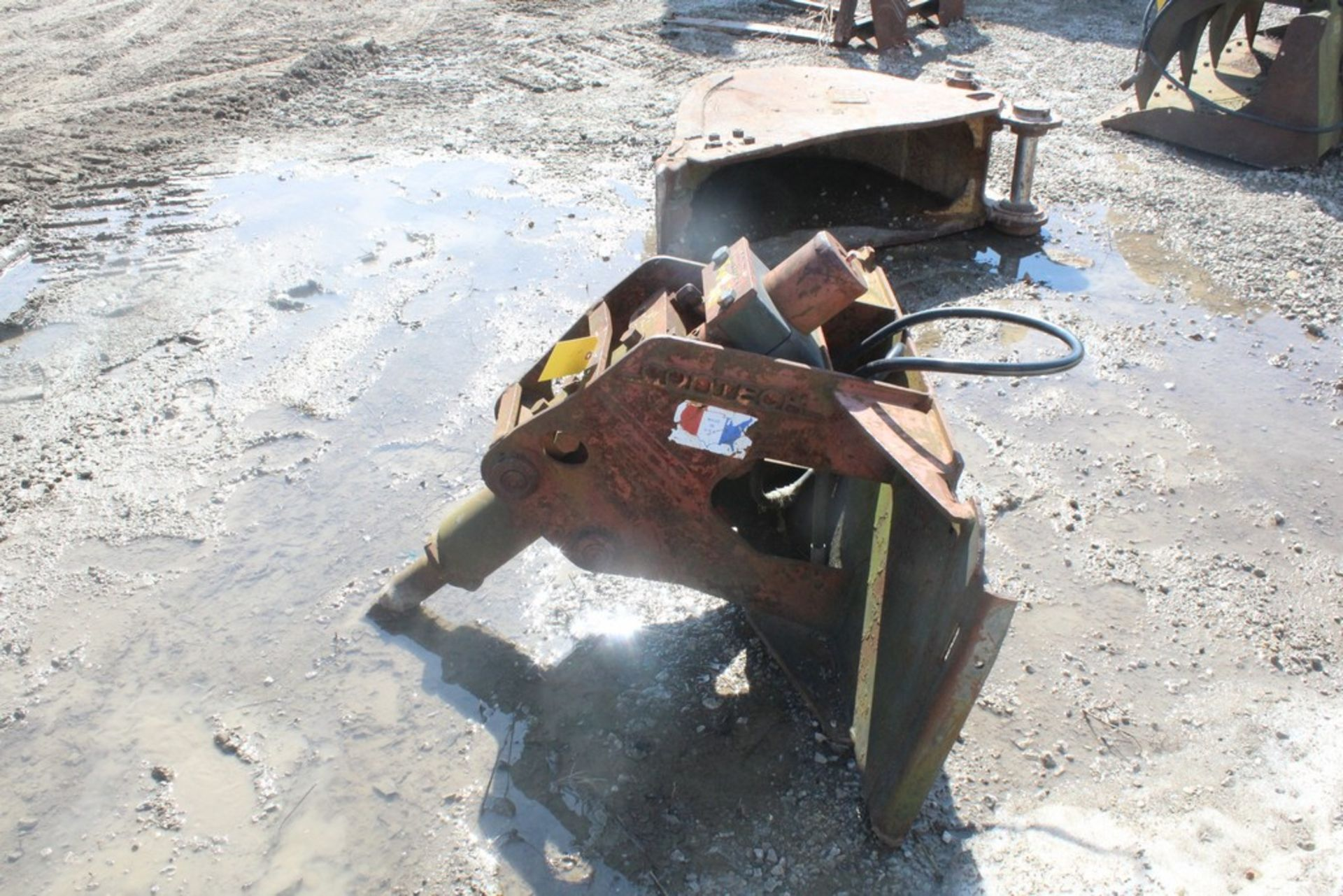 CONTECH H-220 HYDRAULIC BREAKER ATTACHMENT S/N: 86010, BIT, TO FIT SKID STEER LOADER - Image 2 of 4