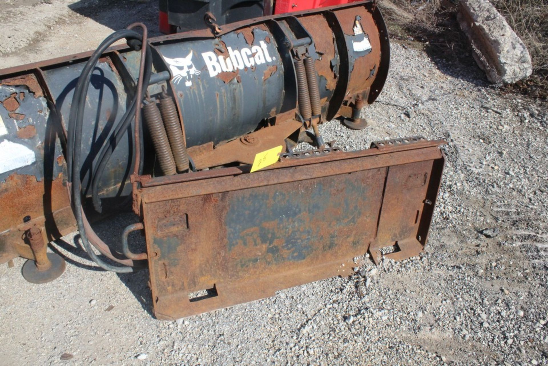 2007 BOBCAST 96-IN. MODEL 96 SNOWBLADE HYDRAULIC SNOW PLOW ATTACHMENT S/N: 683803630, 96-IN. - Image 4 of 4