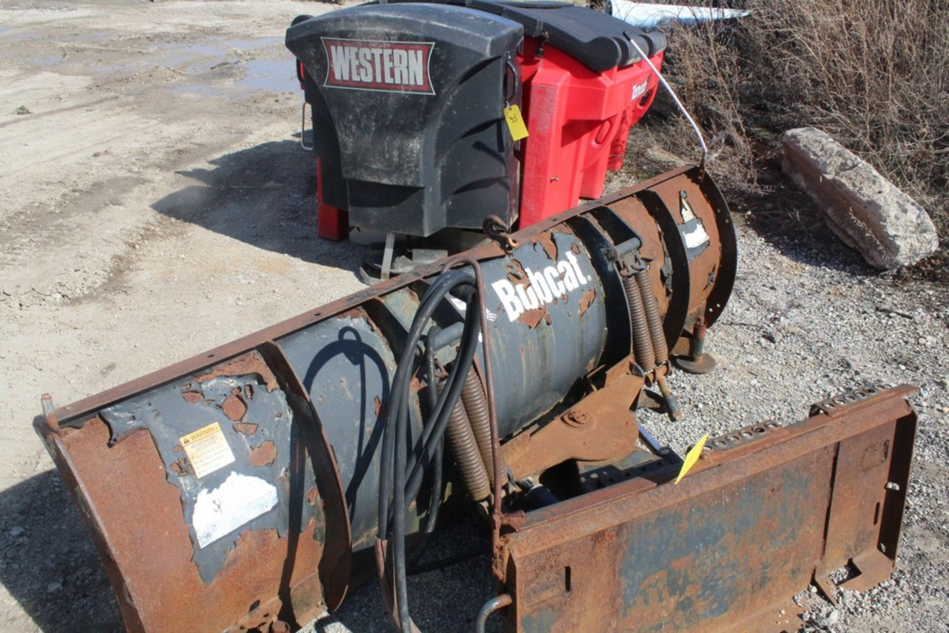 2007 BOBCAST 96-IN. MODEL 96 SNOWBLADE HYDRAULIC SNOW PLOW ATTACHMENT S/N: 683803630, 96-IN. - Image 3 of 4