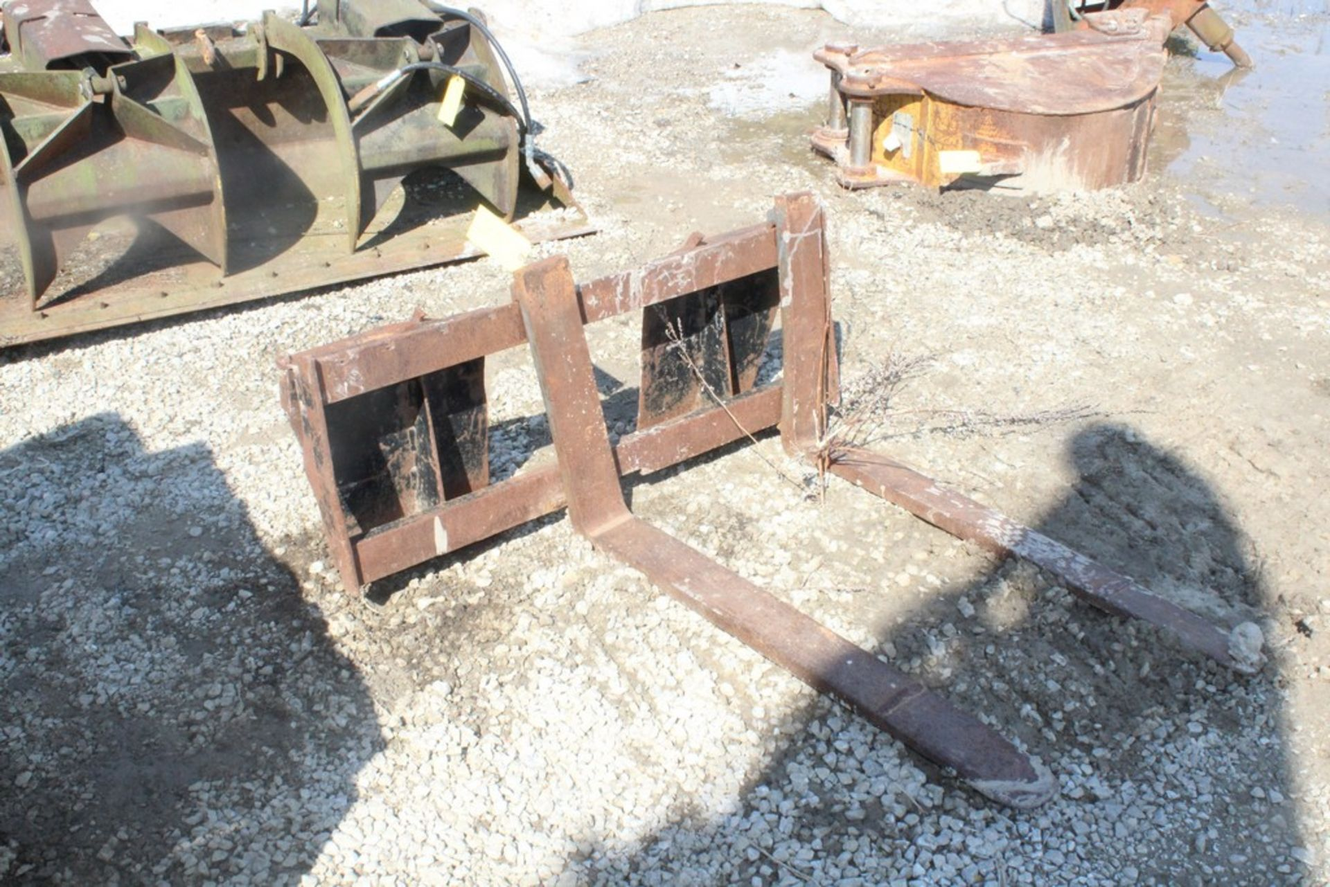 42-IN. FORK ATTACHMENT, 42-IN. FORKS, (1) BALL HITCH ON (1) FORK, TO IT SKID STEER LOADER
