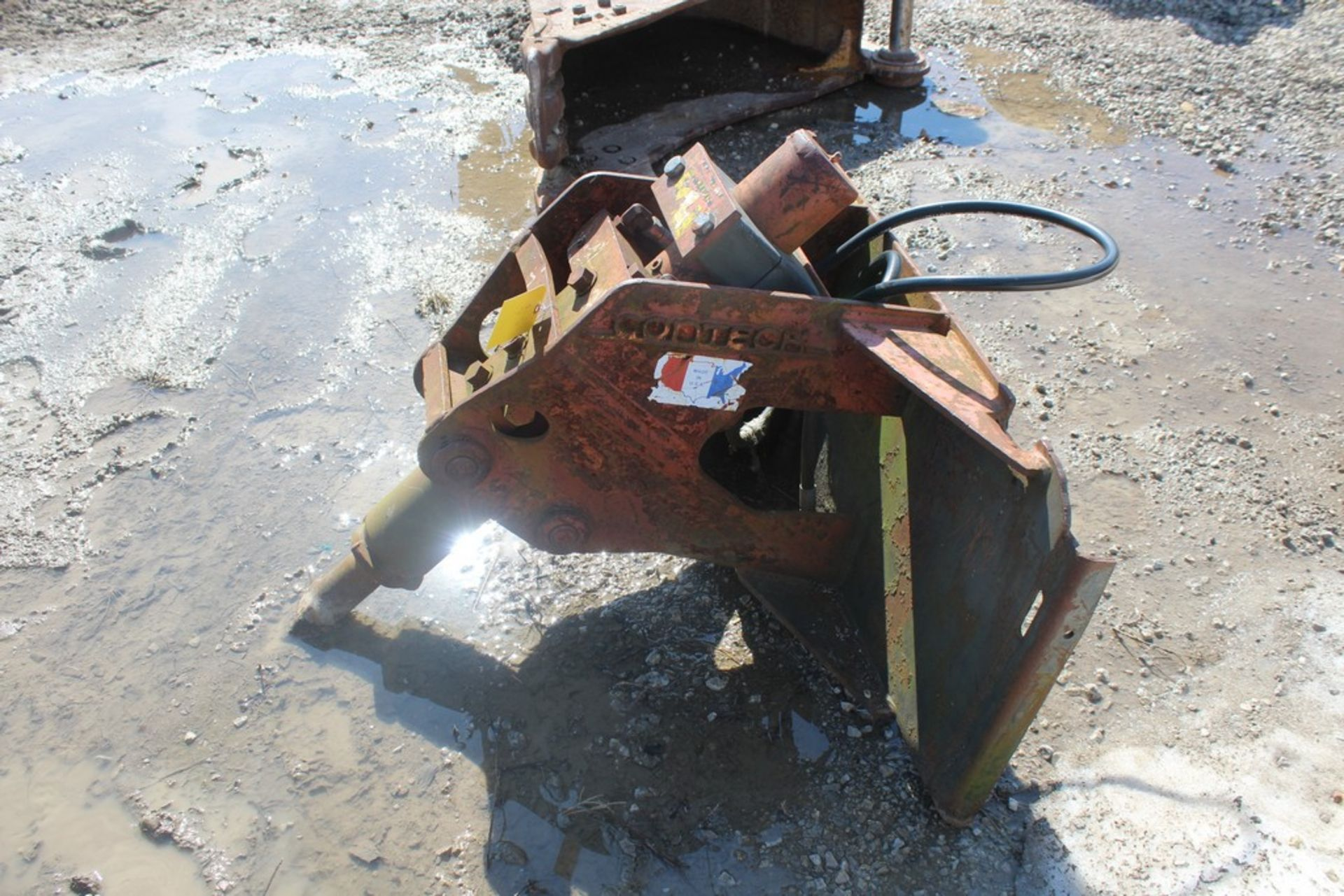 CONTECH H-220 HYDRAULIC BREAKER ATTACHMENT S/N: 86010, BIT, TO FIT SKID STEER LOADER - Image 3 of 4