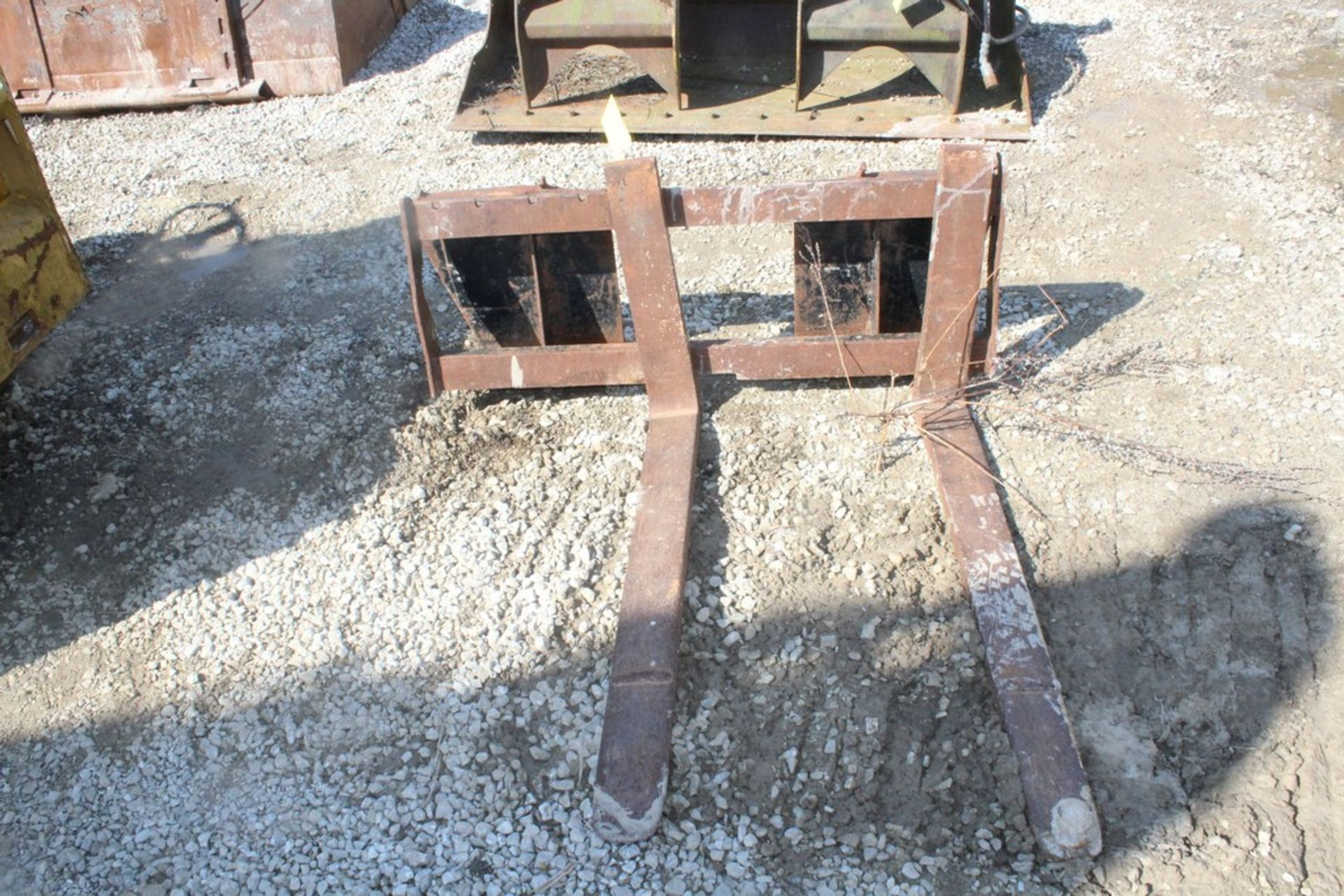 42-IN. FORK ATTACHMENT, 42-IN. FORKS, (1) BALL HITCH ON (1) FORK, TO IT SKID STEER LOADER - Image 3 of 4