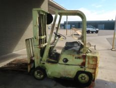 CLARK PROPANE FORKLIFT, CUSHION TIRE, SIDE SHIFT, 2-STAGE MAST, SHOWS 2783 HRS, (GUESSING 3000#