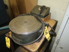 M&M ROTARY TABLE W/ CONTROL
