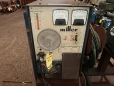 MILLER CONSTANT POTENTION DC ARC WELDING POWER SOURCE MDL CP-200 W/ MILLER R-115 WIRE FEEDER