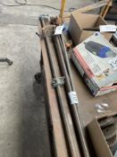 (LOT) (3) PIPE CLAMPS (1) PIPE BENDER