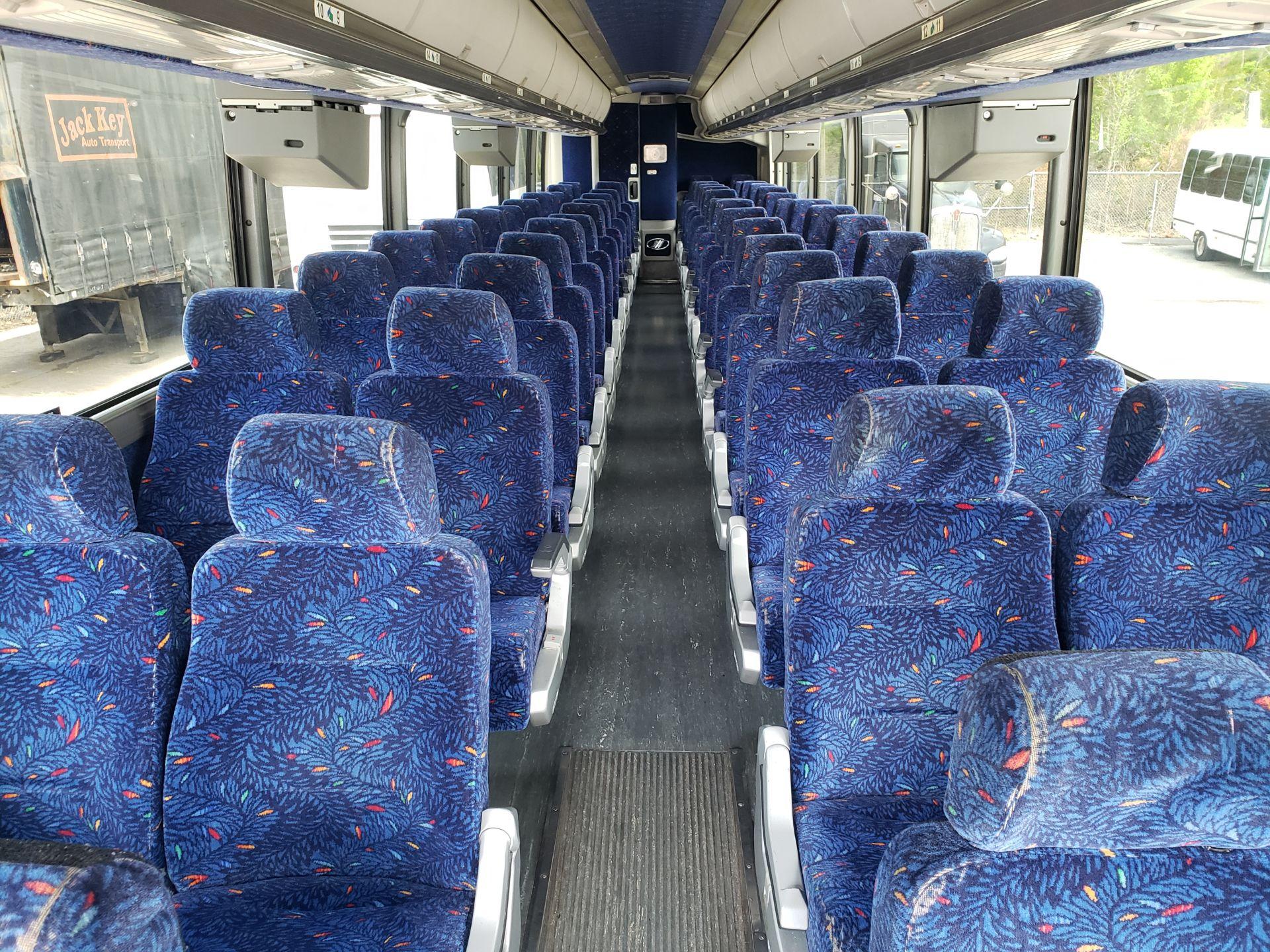 2005 MCI J4500 56-Pass Kneeling Coach Bus - Image 9 of 18