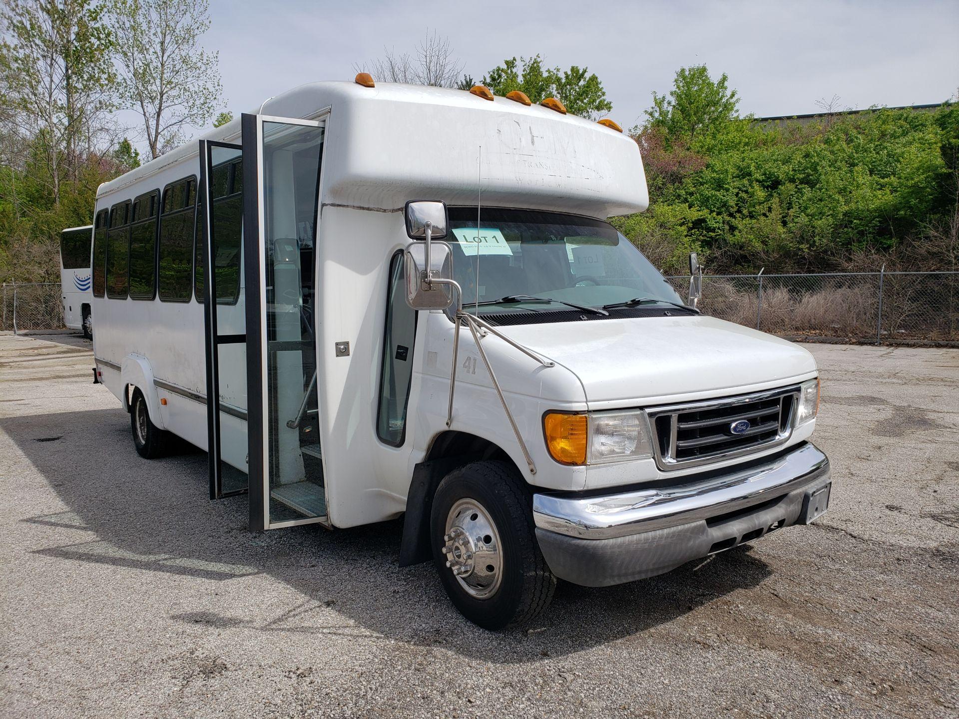 2005 Ford E450SD 25-Pass Goshen Shuttle Bus - Image 2 of 13