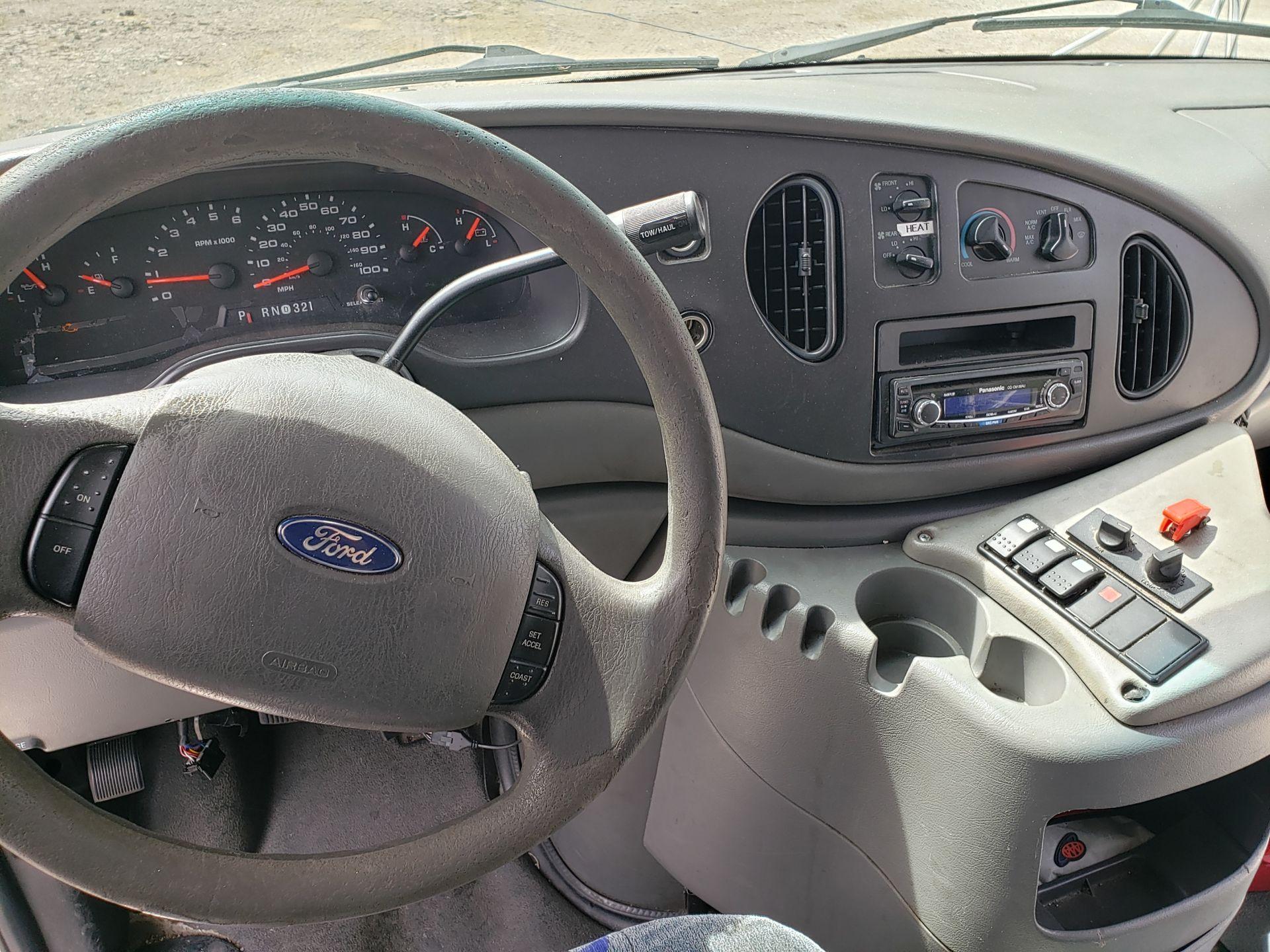 2005 Ford E450SD 25-Pass Goshen Shuttle Bus - Image 5 of 13