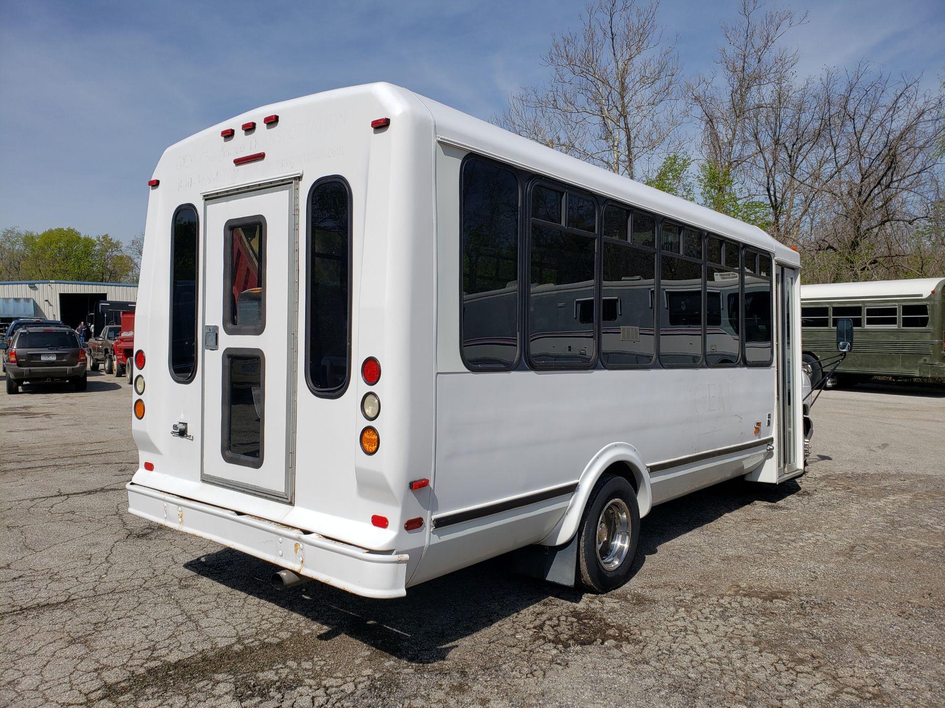 2005 Ford E450SD 25-Pass Eldorado Shuttle Bus - Image 3 of 19