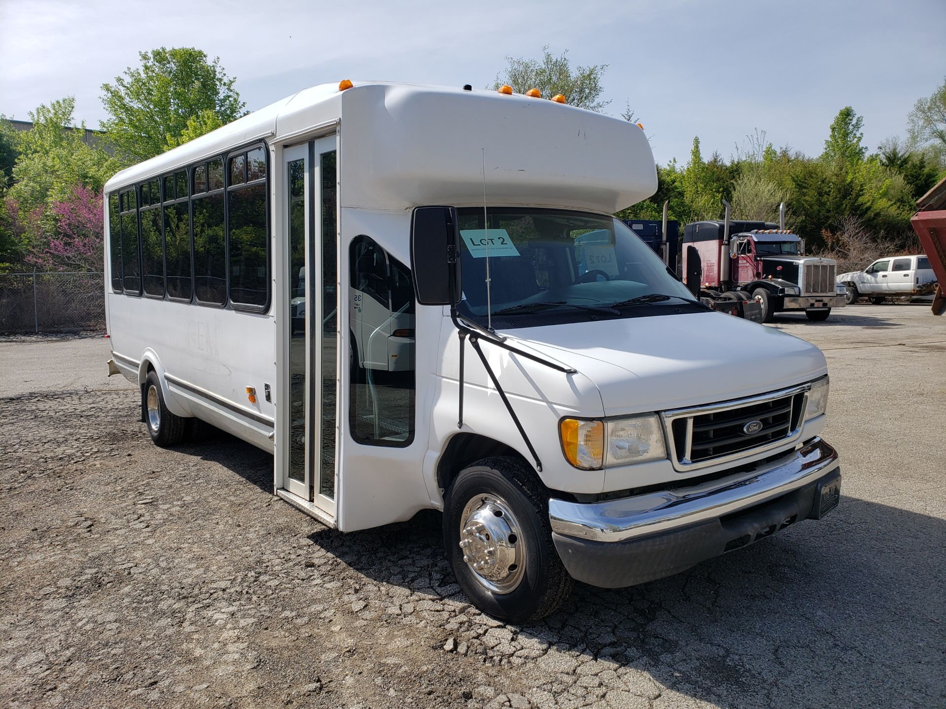 2005 Ford E450SD 25-Pass Eldorado Shuttle Bus - Image 2 of 19