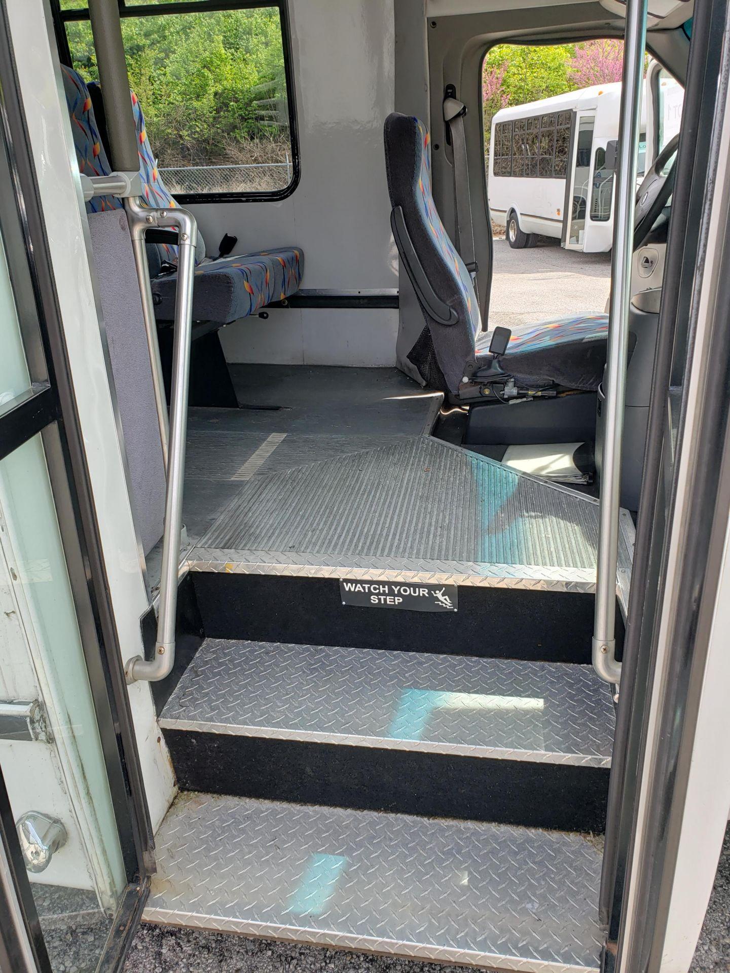 2005 Ford E450SD 25-Pass Goshen Shuttle Bus - Image 6 of 13