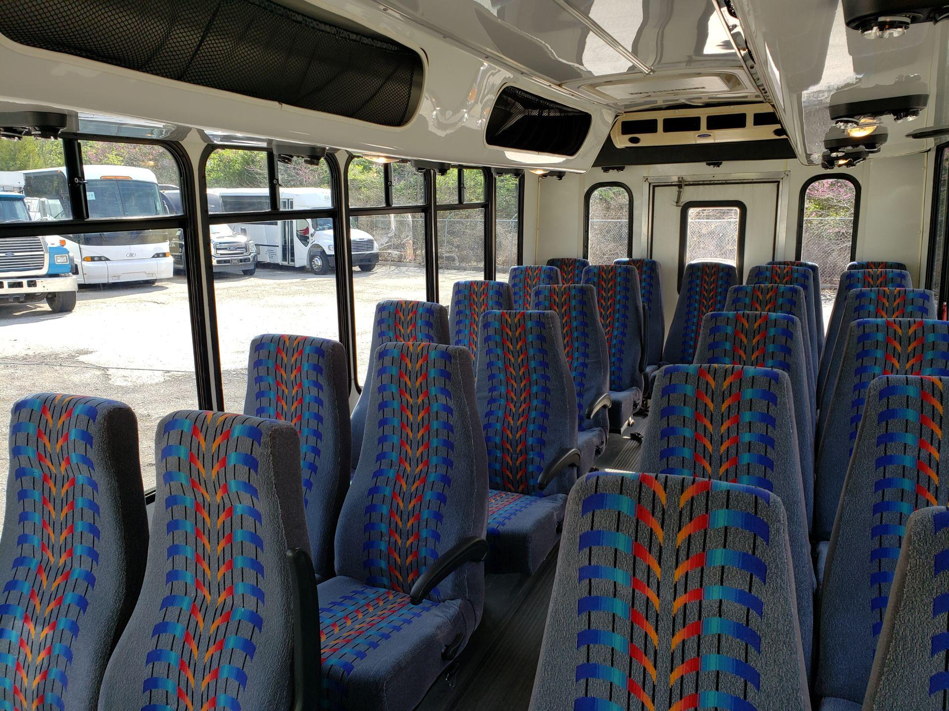 2005 Ford E450SD 25-Pass Eldorado Shuttle Bus - Image 10 of 19